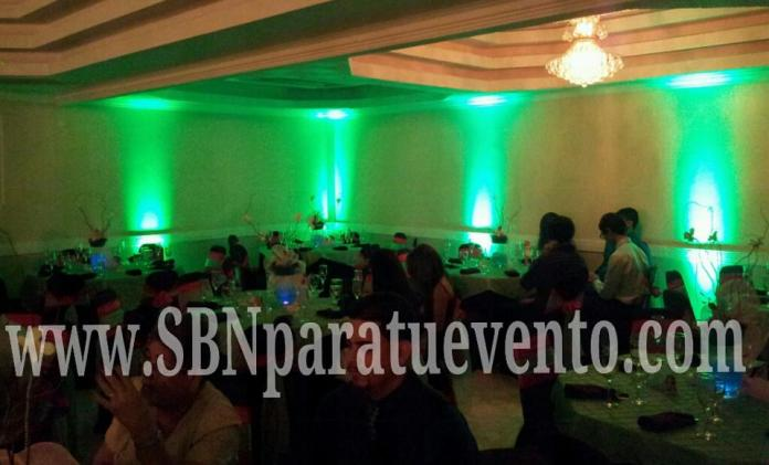 la mejor iluminacion decorativa para dar ese toque elegante a tu localidad. Uplighting SBN Entertainment